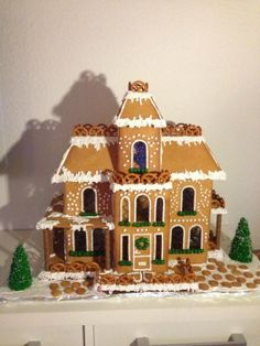 Gingerbread house - by Rikke @ CakesDecor.com - cake decorating website