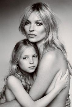 mario testino, the real, famili, wedding photos, royal weddings, mother daughter poses, mother daughter photos, portrait, kate moss