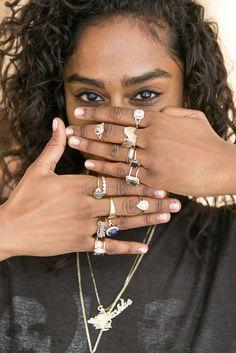 Bling-bling #wedding nail art to match your indie engagement ring! #nailart #engagementring #bridalbeauty