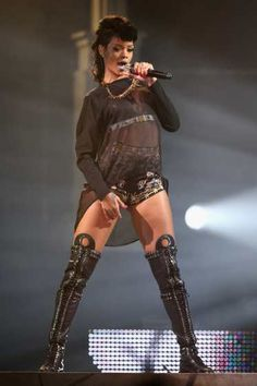 #Rihanna performs live on stage at #AllphonesArena in #Sydney, Australia on October 3, 2013 (pic)