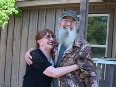 Duck dynasty = Si & his wife = she does not want to be on the show
