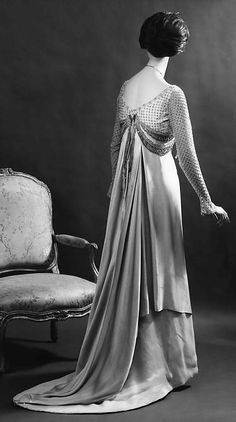 Charles Frederick Worth evening dress gown from 1907-1910 by designer Jean-Philippe Worth for House of Worth.