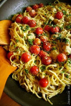 Recipe for Spaghetti in Garlic Gravy with Herbs and Lemon Marinated Chicken and Cherry Tomatoes