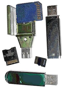 Defend your USB flash drive against infection by running antivirus from the drive itself