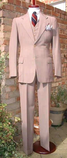 1930s menswear suit- I wish men still dressed this way!