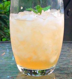 Try a summery take on the classic mint julep with this Peach #MintJulep #recipe