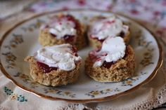 Green Gourmet Giraffe: Cashew butter scones with jam and coconut cream #vegan