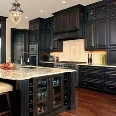 http://www.preventivehomemaintenancetips.com/kitchencabinetdesignideas.php has advice for the diy homeowner on how to choose the right kitchen cabinets.