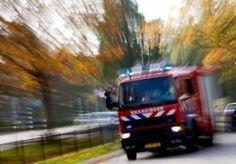 2-Apr-2013 6:31 - HUIZEN, AUTOS AFGEBRAND IN LIMBURG. In Grashoek in het noorden van Limburg staan twee huizen in brand. Drie autos, die bij de huizen geparkeerd stonden, zijn in vlammen opgegaan. De brand is nog niet onder controle. Volgens de brandweer kan het vuur nog overslaan naar een derde woning. . Bij de brand is niemand gewond geraakt. Bewoners van twee huizen zijn geëvacueerd. Hoe de brand is ontstaan is nog niet duidelijk. .