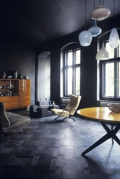 Black wall & Floor | Interior