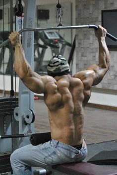 thick back muscle and definition. damn