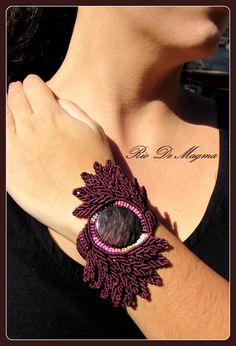 Autumn jewelry. Macrame bracelet with Velvet (Manto Huichol) Obsidian in Maroon thread with 3 gradient pink, beige and winter white. Makrame