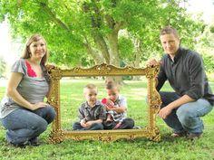 frame prop for family pics via littlelovables