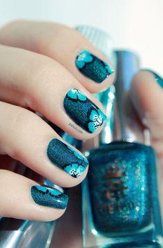blue flowers, nail polish, hawaiian flowers, flower nails, nail art designs, nail arts, summer nails, summer nail art, blue nails
