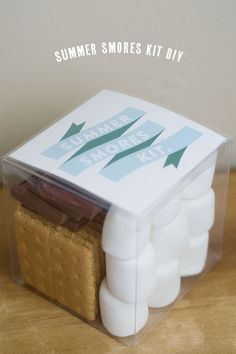 An adorable summer s'mores kit - with a printable. Perfect for your smores or for a gift!