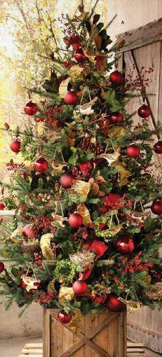 Arbol de navidad con base de caja de madera para un estilo mas rústico. #DecoracionNavidad