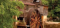 Old Mill, is the oldest still in use mill. You can find hours of things to do from eat to shop and watch pottery be  made.  #Oldmill #pigeonforge