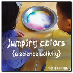 Jumping colors - an amazing science activity demonstrating the hydrophilic properties of soap that also looks AMAZINGLY cool. Kids LOVE this activity due to its great visual appeal! #handsonlearning #science ||  Gift of Curiosity