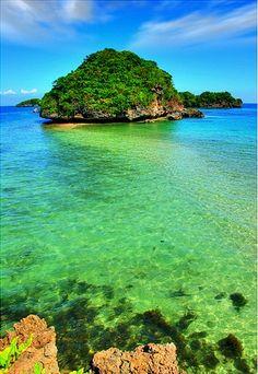 Hundred Islands, Pangasinan, Philippines ;