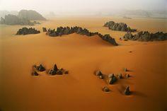 Pináculos rocosos en el valle de Karnasai, Chad