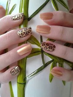Gold leopard nails
