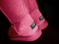 PINK UGGS.