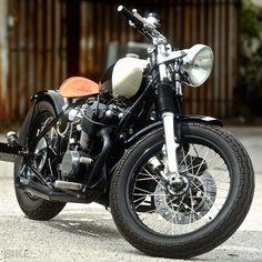 Honda CB750 bobber I would have kept the 4 pipes all the way ; )  #Honda #HondaCivic #HondaCars