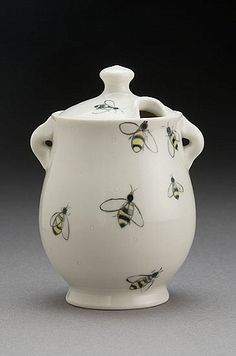 ≗ The Bee's Reverie ≗ Bee Honey Pot