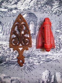 Antique Sad Iron with Sad Iron Trivet                                                ****