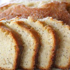 3 tazas de harina  1/2 cucharadita de sal  1 1/2 cucharadita de polvo para hornear  3 huevos  1 1/8 taza de aceite de cocina  2 1/4 tazas de azúcar  1 1/2 tazas de leche  1 1/2 T. de amapola semillas  1 1/2 cucharadita de extracto de almendra  1 1/2 cucharadita de vainilla  1 1/2 cucharadita de extracto de mantequilla aroma (o 1 1/2 cucharaditas de mantequilla derretida puede ser sustituido)  Vidrios:  1/4 taza de jugo de naranja  3/4 taza de azúcar  1/2 cucharadita de extracto de almen