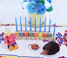 #Jewish #Holiday #decor #party #hannukah  Fab vintage love kid friendly Menorah project