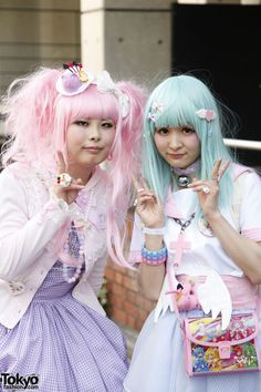 Harajuku Fashion Walk trip to tokyo get in not this dolly kei thing, e.g. looking like an old doll, these are decora girls,