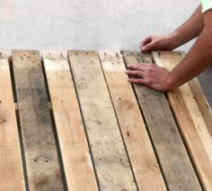 Cómo hacer muebles con palés - #palets : www.decoracionde-interiores.com/como-hacer-muebles-con-palets/ • How to do #pallets furniture #DIY