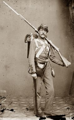 American civil war union soldier volunteer with shouldered rifle and bayonet in photographers studio, 1864. Who knows? Maybe it's Collyer's bayonet!