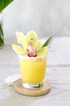 This Pineapple Kalamansi Margarita is inspired by Filipino Flavors with a hint of rum. It truly gives a punch just in time for Cinco De Mayo. #margarita #cocktail #pineapple #kalamansi #calamansi #cincodemayo