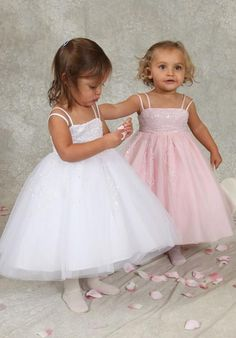 These flower girl dresses are adorable!