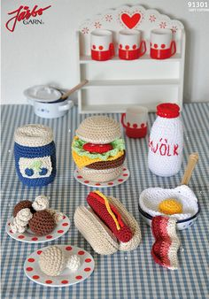 FREE Play Food Crochet Pattern / Tutorial. In Swedish, from Järbo garn.