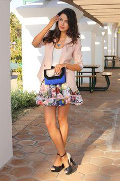 Blazer rosinha lindo+saia floral