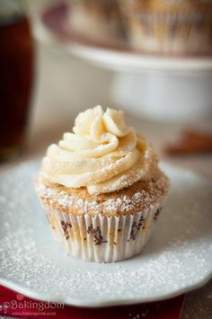 Streusel Topped French Toast Cupcakes with Maple Buttercream Frosting!!!