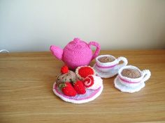 KNITTED FOOD TOY TEA SET TEAPOT CUPS TEA PLATE CAKES STRAWBERRIES PLAY GIFT