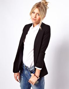 Classic combo: Blazer, button-up and boyfriend jeans