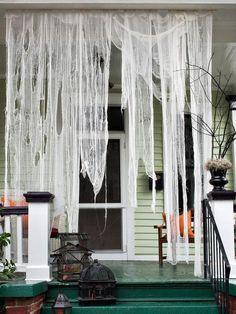 DIY Halloween : DIY Make Ghostly Outdoor Draperies for Halloween