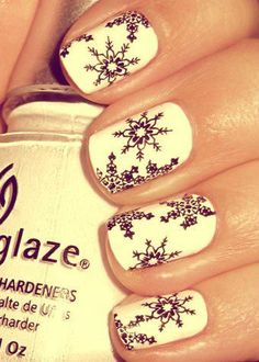 Because everyone loves a snowflake mani for the holidays #lulus holiday