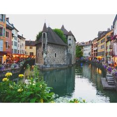 Charming towns like Annecy make #France an alluring country to explore.    Photo courtesy of jessicalindseyw on Instagram.