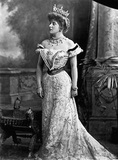 Lady Almina Carnarvon © Highclere Castle Archive.
