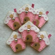 Handmade Gingerbread House Felt Applique (Double Layer - Light Pink) felt hous, handmad gingerbread, felt gingerbread, pink houses, gingerbread houses, felt applique, feltro, christma, hous felt