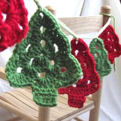 Crochet Christmas Trees Crochet Garland - or for an ormanment :)