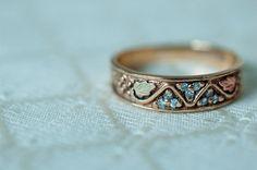 VINTAGE Black Hills Gold Ring