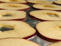 A recipe to make apple chips in the oven.
