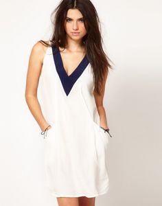 Motel Dress Loose Fit with Vneck White Navy Pockets